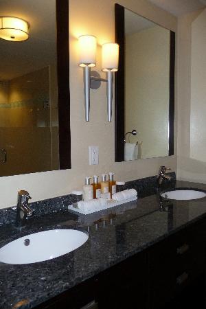 Ocean Two Resort & Residences: bathroom 1