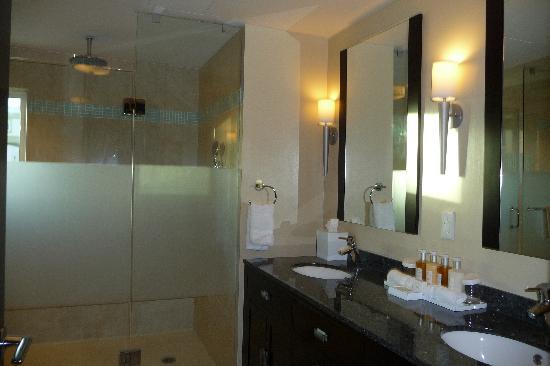 Ocean Two Resort & Residences : bathroom 2