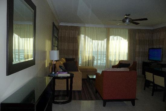 Ocean Two Resort & Residences : living area