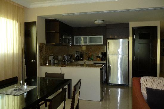 Ocean Two Resort & Residences : full kitchen