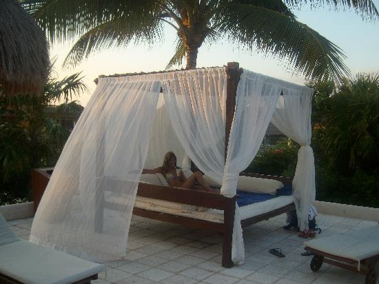 Cama balinesa en la piscina picture of trs yucatan hotel for Cama balinesa