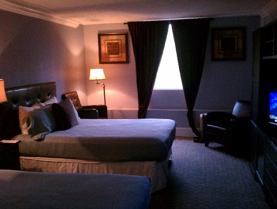 Clarion Hotel Atlanta Airport South: Hammond Executive Suite- Side Room