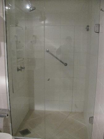 Comfort Suites Macae: Bathroom