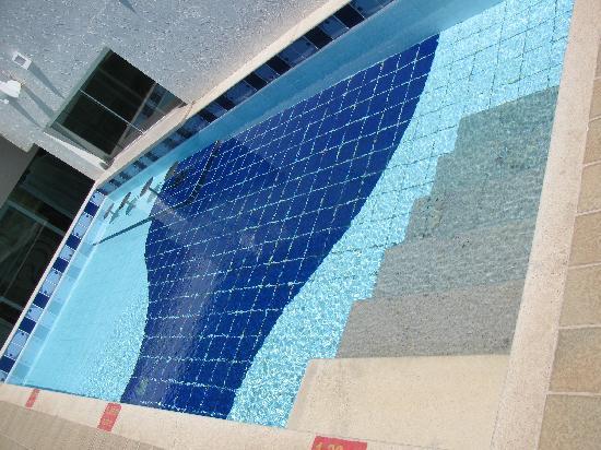 Comfort Suites Macae : Roof Top Pool
