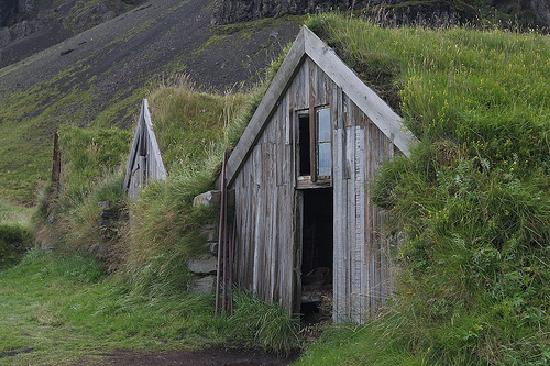 Iceland Photo Guide - Day Tours: Turf roof barn