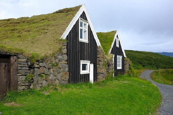 Iceland Photo Guide - Day Tours: Turf roof houses