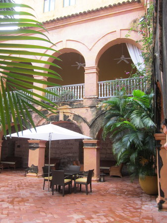 Charleston Cartagena Hotel Santa Teresa: courtyard older part