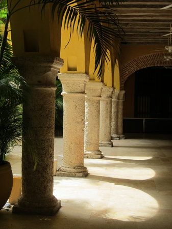 Charleston Cartagena Hotel Santa Teresa: part of the newer courtyard