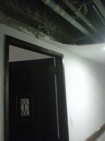 Arcos Rio Palace Hotel: Corredor de entrada para o quarto