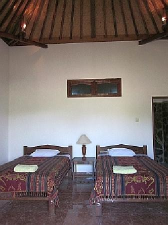 Mumbul Guesthouse: We have two twin rooms