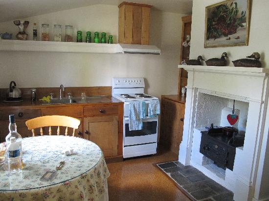 Alice's Cottages and Spa Hideaways: Kitchen