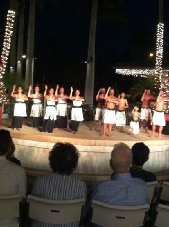 The Shops At Mauna Lani : Polynesian Hula Show at The Shops