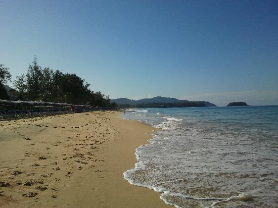 Karon Beach : To the left, to the left...