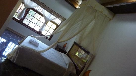 Sukun Bali Cottages: Room with mosquito net