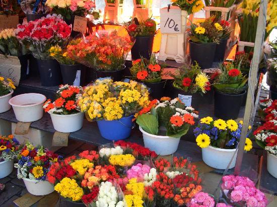 Hakaniemi Market: お花は安くて持って帰りたかった。。