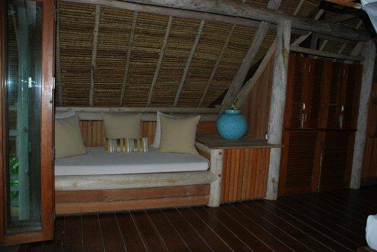 Nikoi Island: Nice corner to snooze or read :)