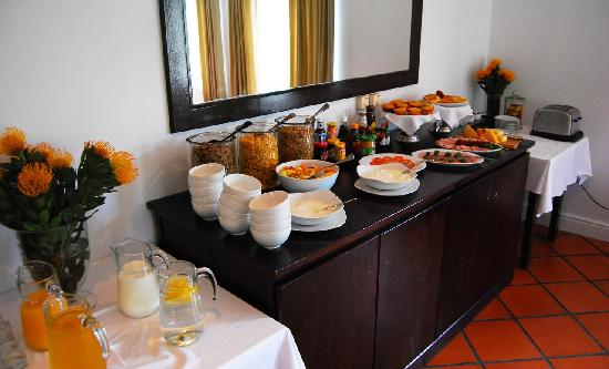 Redbourne Country Lodge: Breakfast Layout