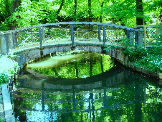 Un ponticello foto di giardini di villa reale milano for Via giardini milano