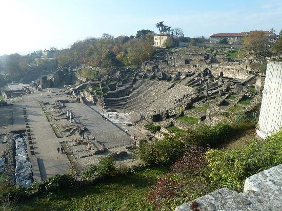 Museum der römisch-gallischen Zivilisation (Musée de la Civilisation Gallo-Romaine): Römisches Theater