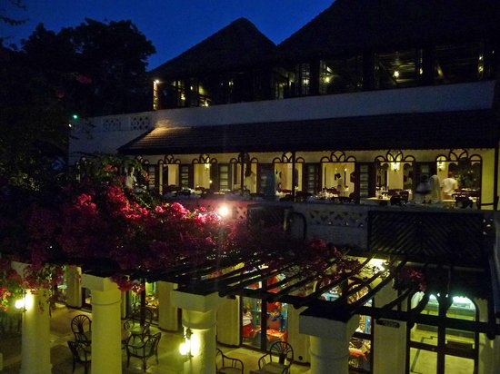 Shanzu, Kenya: restaurant at night