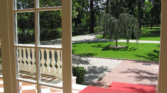 Chateau Visz: Garden view