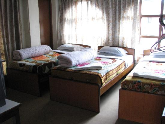 Pilgrims Guest House: Photo of room with 3 beds
