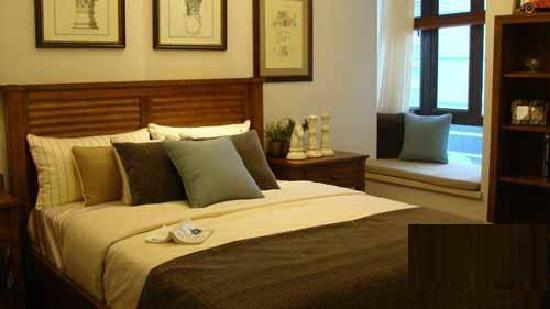 Journey House Boutique Hotel: king size bed room