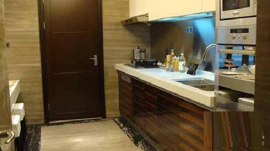 Journey House Boutique Hotel: kitchen