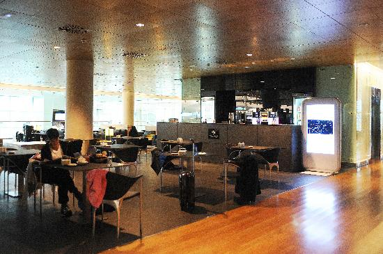 Air Rooms Barcelona Airport by Premium Traveller: Sala VIP: desayuno continental