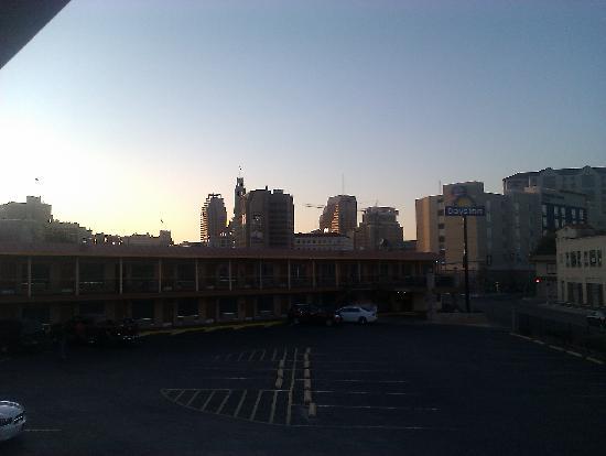 Days Inn San Antonio: San Antonio skyline from the hotel