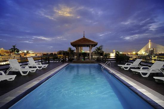 โรงแรมข้าวสารพาเลส: Swimming Pool