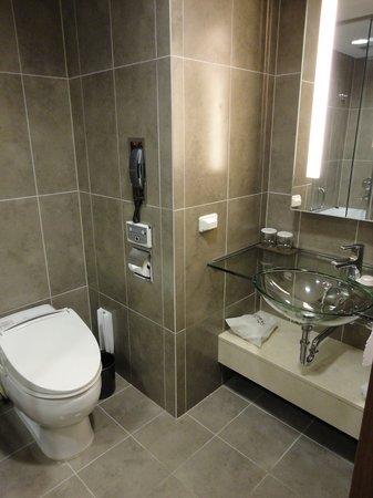 Lotte City Hotel Mapo: Bathroom View 1