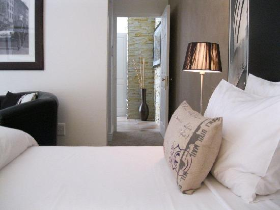 Pictures Guest House : De Luxe Room