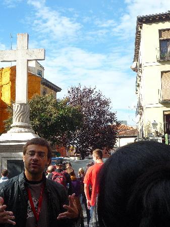 SANDEMANs NEW Europe - Madrid: Sebastián manos a la obra en la Plaza de Puerta Cerrada