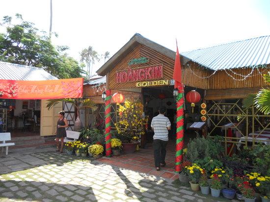 Hoang Kim Golden:                                                       Entrance to hotel