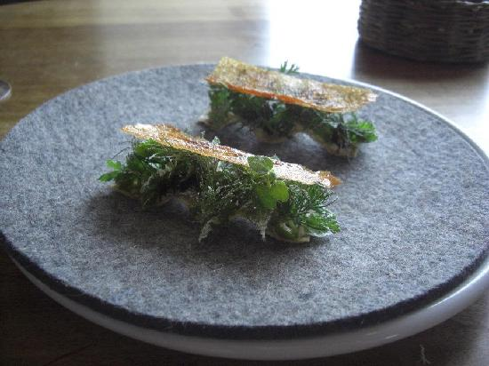 Noma: Flowersandwich in chickenskin