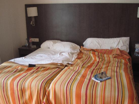 Badalona, Espanha: The bed in Room 336.