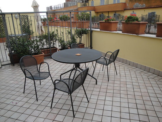 Crosti Apartments Hotel Rome: Nice big terrace