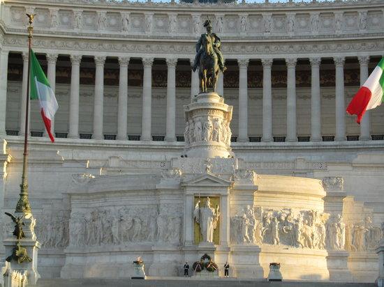 维克多伊曼纽二世纪念碑