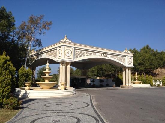 Rixos Premium Bodrum: hotel entrance