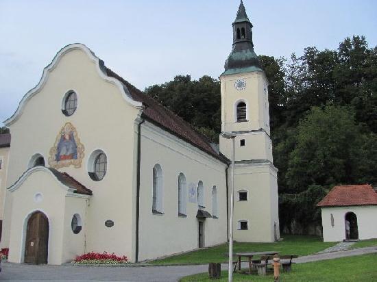Wallfahrtskirche zur schmerzhaften Mutter Gottes: exterior