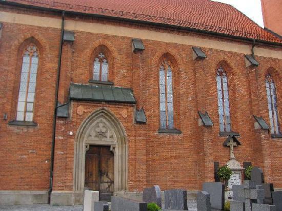 St. Laurentius und St. Gotthard: exterior
