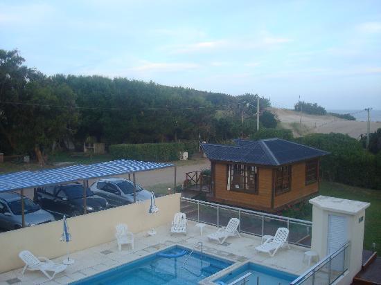 Apart Playa Serena: Vista de pileta, recepción y playa
