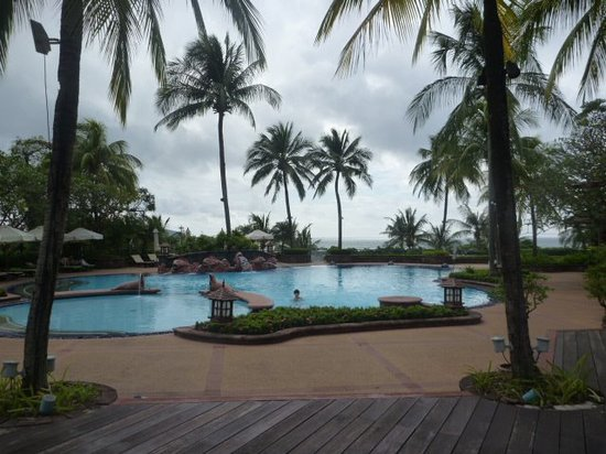 Diamond Cliff Resort and Spa: front pool