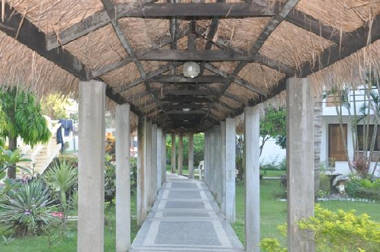 China Sea Beach Resort: covered pathway