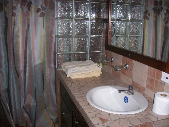 Paraiso Restaurante & Bar: clean bathroom