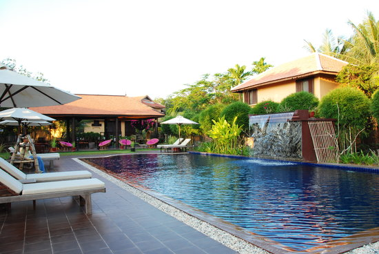 The Pool and Palm Villa: Inviting swimming pool