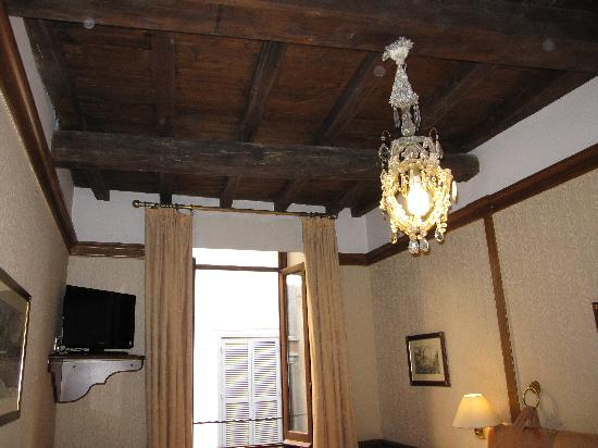 Hotel Pantheon: Room with wooden beam ceiling