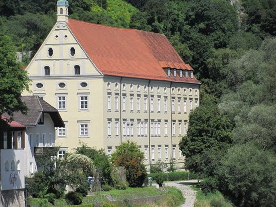 Kurfurst Maximilian Gymnasium: seen from the Salzach bridge