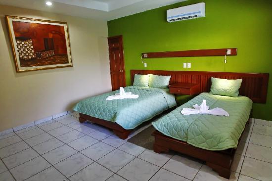 Hotel La Mar Dulce: Cama Twin